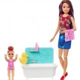 Barbie Bebek Bakıcılığı Oyun Seti Mor Saçlı Küvetli FXH05